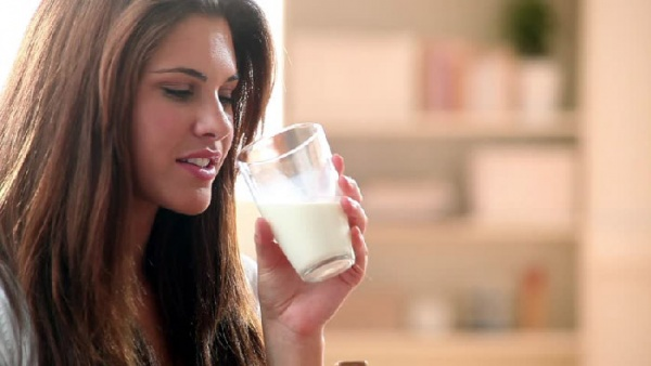 خوردن شیر