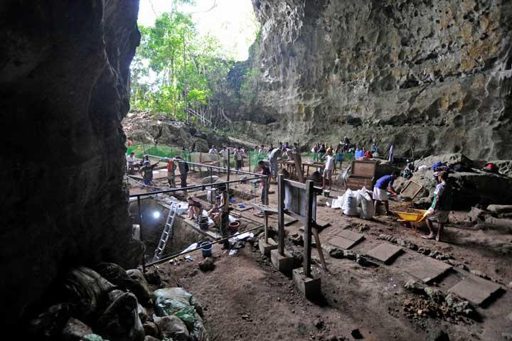 غار کالائو در جزیره لوزون
